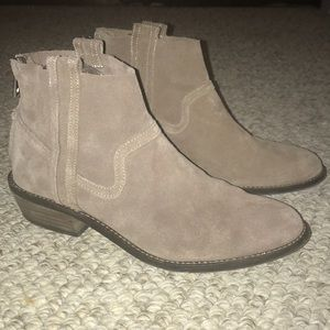 Dolce vita taupe suede ankle boot size 8